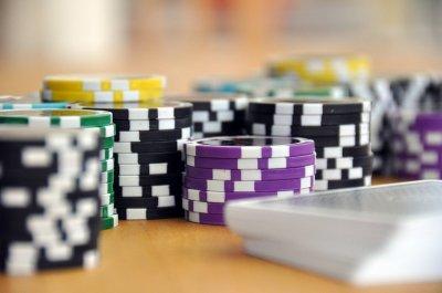 https://pixabay.com/pt/jogar-jogo-de-cartas-poker-593207